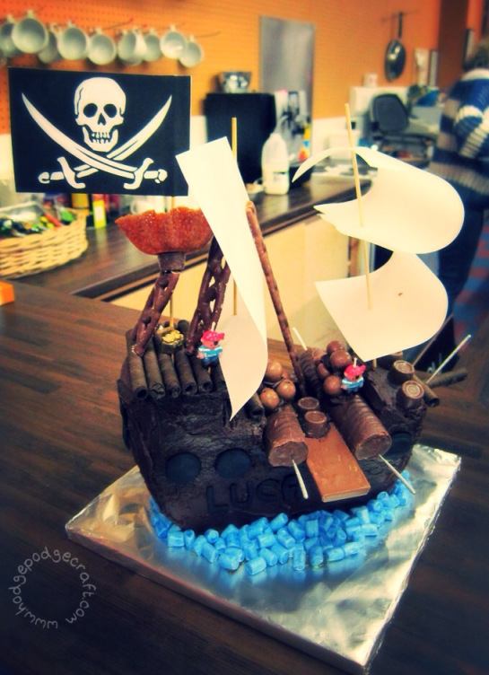 Easy birthday cake recipe - kids pirate cake perfect for a pirate party, from Hodge Podge Crafts