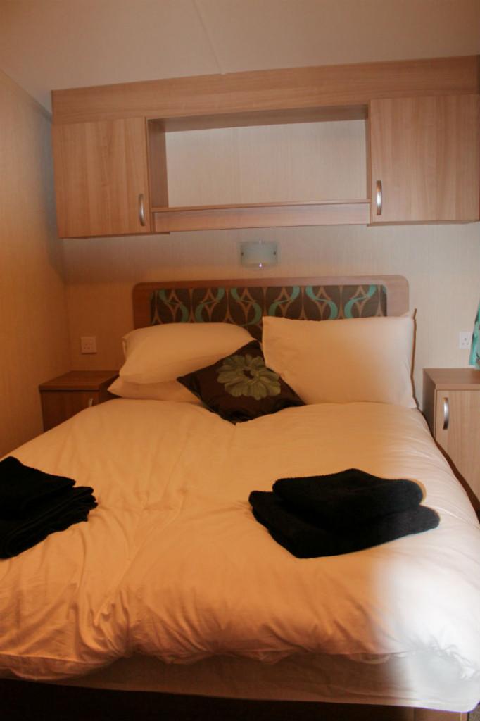 parkdean cherry tree upton caravan bedroom