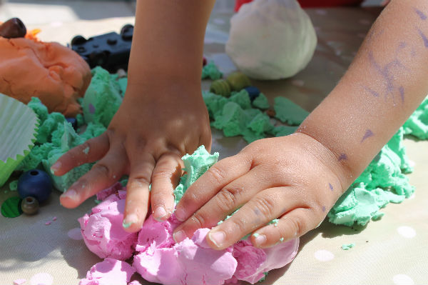 toddler play with moondough