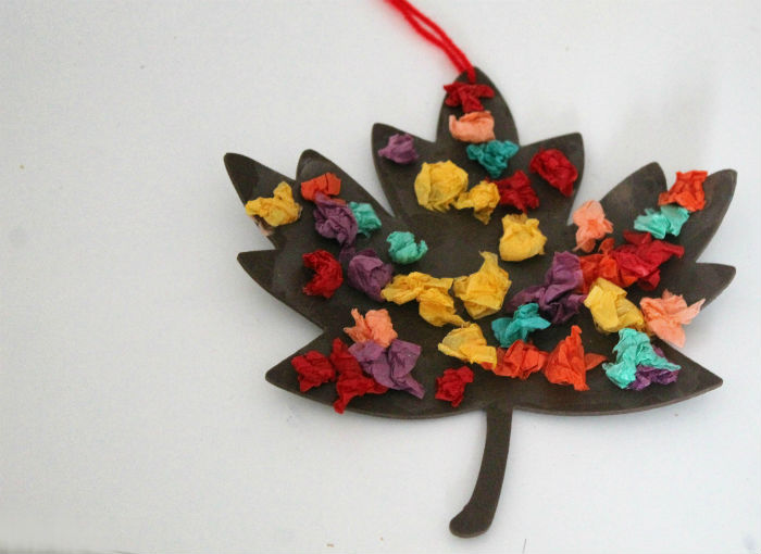 simple fall craft - make an Autumn leaf with scrunched tissue paper