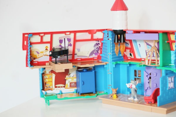 tom and jerry tricky trap house toy