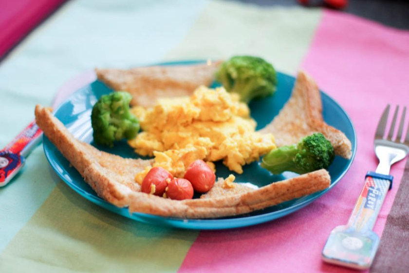 easy scrambled eggs for kids to make