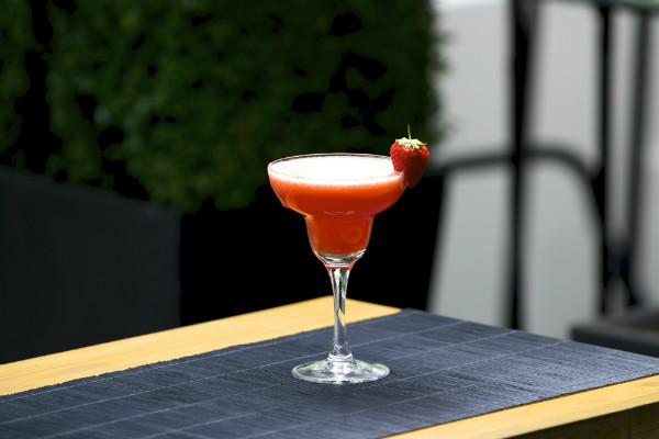 Non alcoholic strawberry daiquiri mocktail recipe