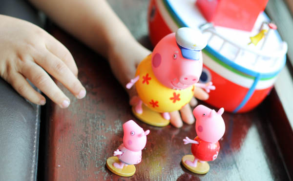 peppa pig grandpa pigs holiday boat toy figures