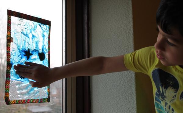 Ocean sensory window made using a squishy gel sensory bag. It's so relaxing!