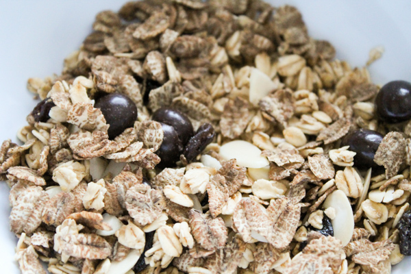 tmrbox a shot of caffeine granola. coffee flavour cereal