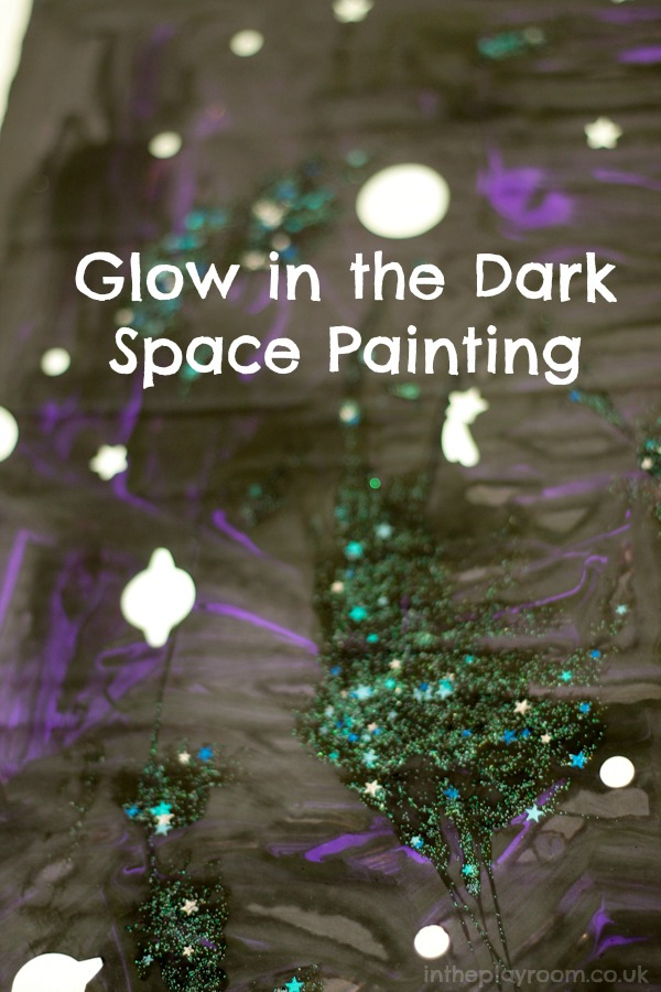 2 in 1 space painting activity. A twinkly night sky, that also glows in the dark. Cool and fun idea for a space topic