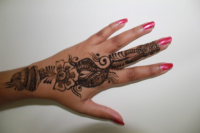 Mehndi In Hands : Mehndi hand colouring pages in the playroom