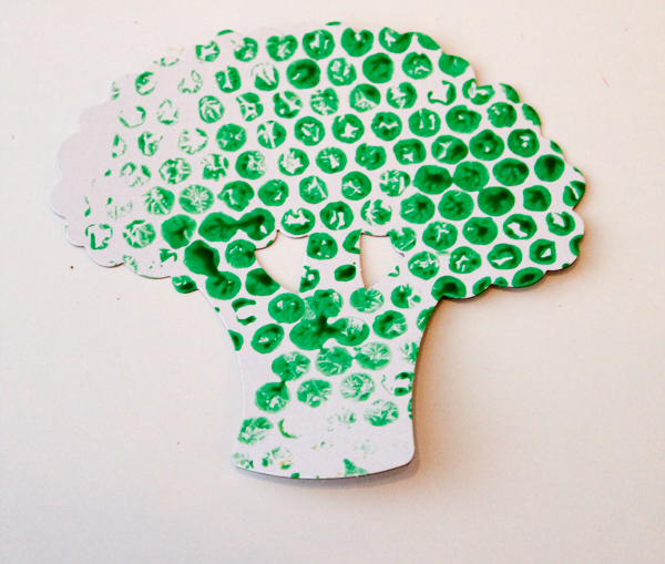 bubble wrap painted broccoli craft