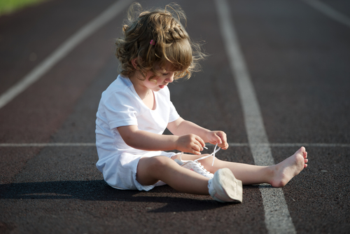 girl-tying-shoelaces-independence