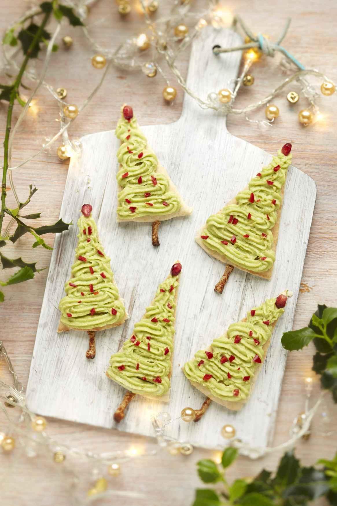 Avocado dip Christmas trees snack