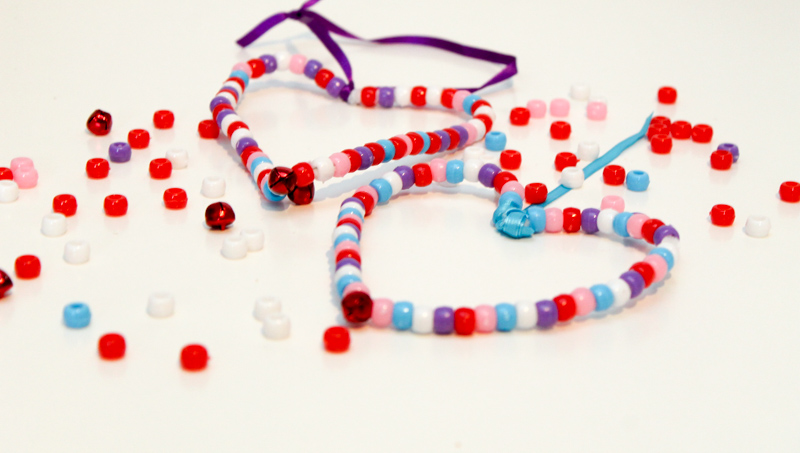 pipe cleaner bead threading hearts