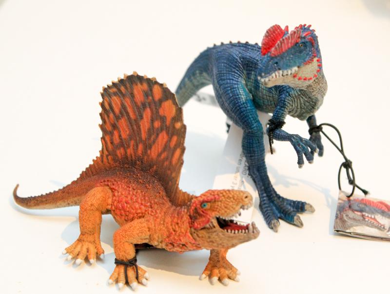 schleich dinosaur figures