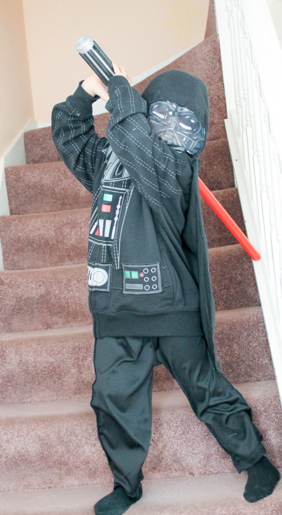 last minute darth vader costume, easy star wars costume idea for world book day