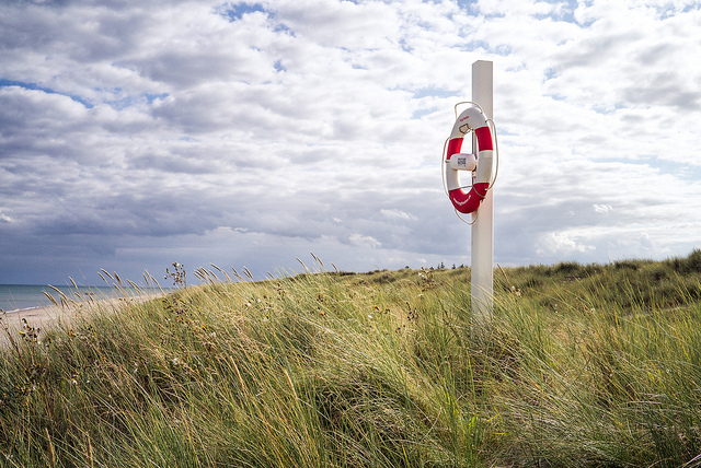 photo of life preserver in the dunes by daspunkt on flickr
