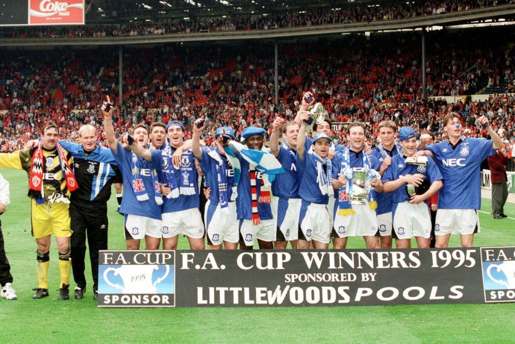 Η Έβερτον πανηγυρίζει την κατάκτηση του Κυπέλλου Αγγλίας τη σεζόν 1994-1995, την τελευταία φορά που κατέκτησε κάποιο σημαντικό τρόπαιο!