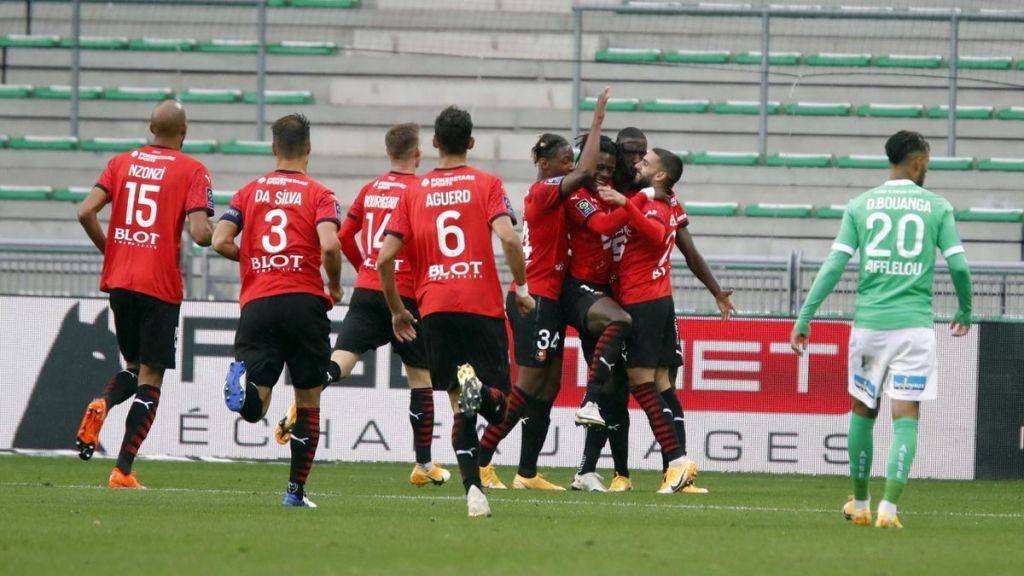 Οι παίκτες της Ρεν πανηγυρίζουν γκολ στην νίκη με 3-0 στην έδρα της Σεντ Ετιέν!