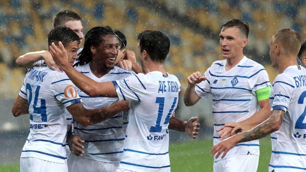 Οι παίκτες της Ντιναμό Κιέβου πανηγυρίζουν γκολ στην έδρα της Γάνδης στον πρώτο αγώνα των πλέι-οφς του Τσάμπιονς Λιγκ, όπου επικράτησαν με 1-2 των Βέλγων!