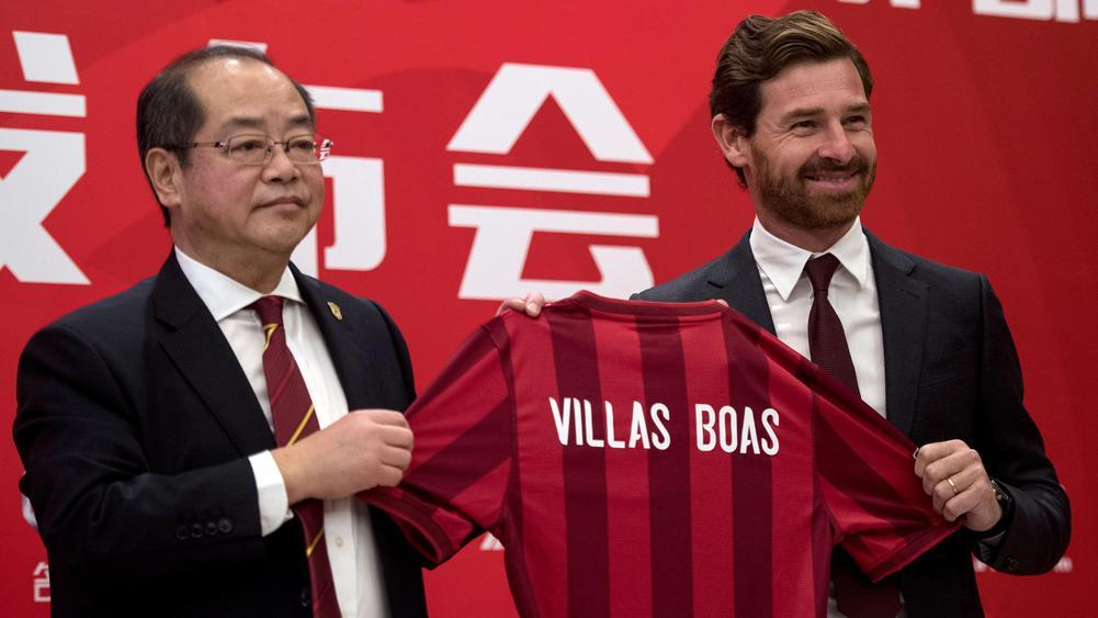 Ο Αντρέ Βίλας-Μπόας στην παρουσίασή του από την κινεζική ομάδα!