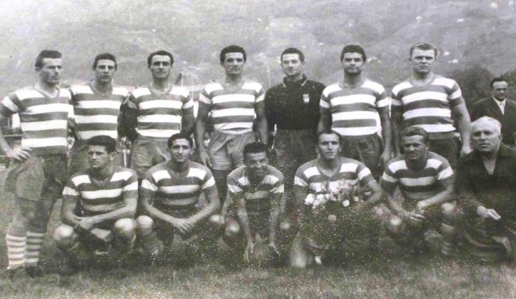 Ο Λάζλο Κουμπάλα (πάνω δεξιά) με την φανέλα της Προ Πάτρια!