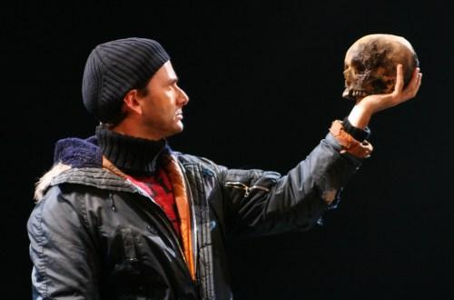 Hamlet and skull