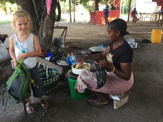 Chapati-Kauf für den Lunch im Kindergarten