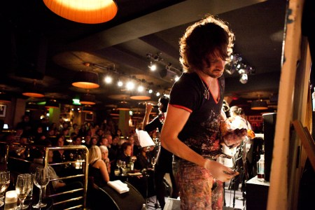 KILFORD PAINTING LIVE WITH ERNEST RANGLIN AT RONNIE SCOTTS - pic credit Guy Levy