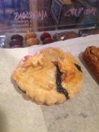 Café La Reine | Blueberry Mini Pie