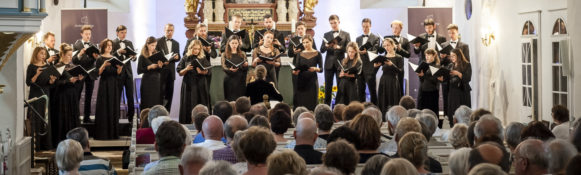 «One could hardly imagine more inspired, well-balanced and powerful choral singing».Karsten Blüthgen, «Sächsische Zeitung», on the concert of Intrada at the Dresden Music Festival