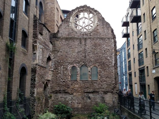 The ruins and Rose Window of Winchester Palace