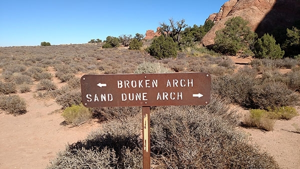 Broken Arch Trail in Arches National Park