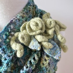 rose-triangle-scarf-lace2