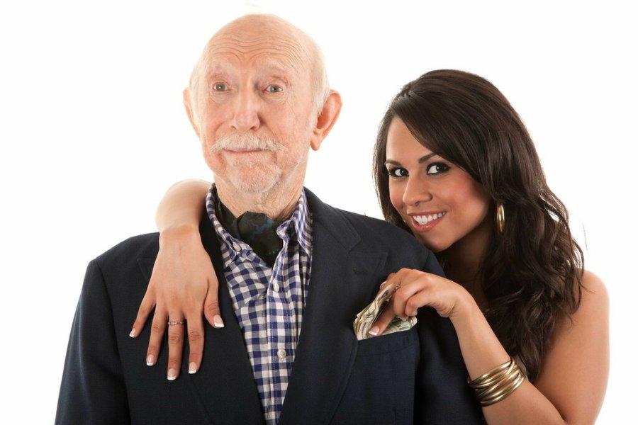 девушка с пожилым мужчиной