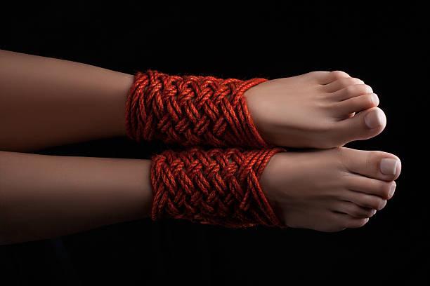 связывание ног шибари