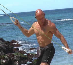 Maui palm down standing band triceps small