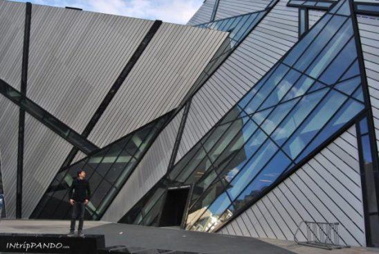 Le forme ultramoderne del Royal Ontario Museum di Toronto
