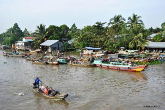 Mercati galleggianti sul delta del Mekong
