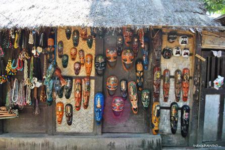 Maschere artigianali della civiltà sesak a Lombok