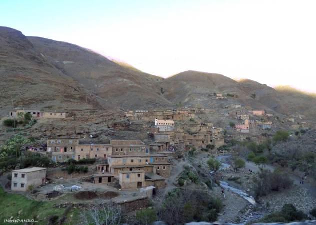 Villaggio berbero sui monti Atlas in Marocco