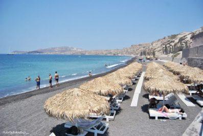 la spiaggia di Vlichada a Santorini