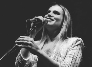 """Reportagem do concerto de apresentação do disco """"O Material Tem Sempre Razão"""" de Joana Espadinha, no Passos Manuel, a 26 de Setembro de 2018   INTRO"""