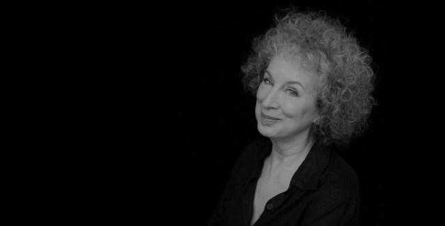 Reportagem da conferência da escritora canadiana Margaret Atwood no Fórum do Futuro 2018, no Teatro Rivoli, a 8 de Novembro | INTRO
