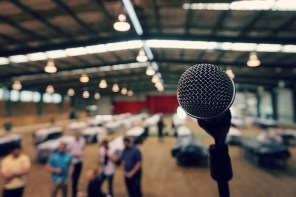 How to Rock Public Speaking When You're an Introvert Who's Terrified By It