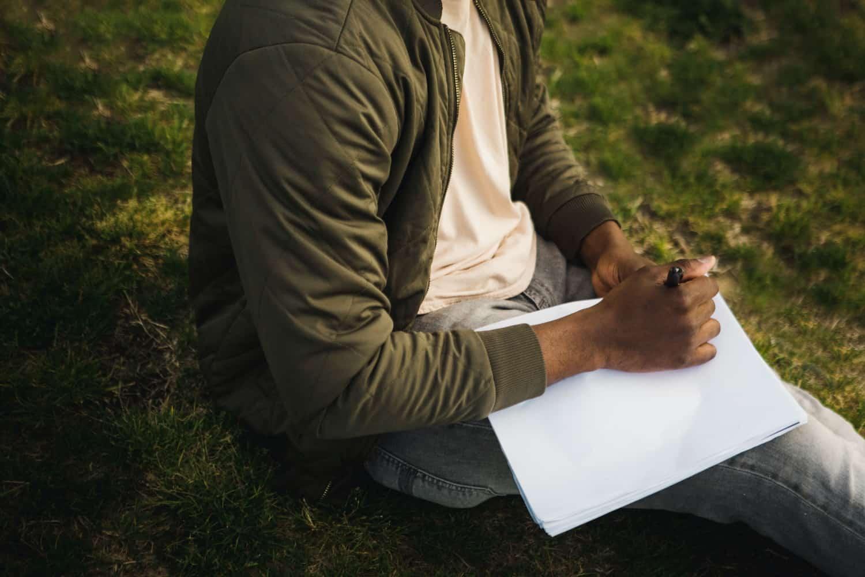 schrijven in het gras - verhalen en ervaringen over introvert zijn
