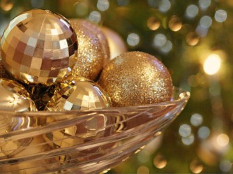 ball-balls-christmas-decorations-gold-pretty-sparkle-Favim.com-108297