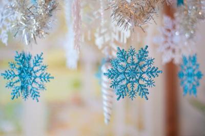 blue-christmas-decorations-snow-snowflake-Favim.com-248504