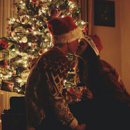 boy-christmas-christmas-tree-couple-Favim.com-2311700