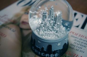 chicago-desk-room-snow-globe-snowglobe-Favim.com-115600