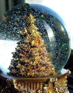 christmas-christmas-tree-snow-globe-winter-xmas-Favim.com-288701