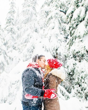 christmas-couple-kiss-kissing-Favim.com-1506304